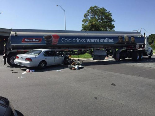 Robbers car under tanker Florida USA