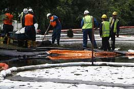 Cleanup of oil from Enbridge pipeline in Michigan